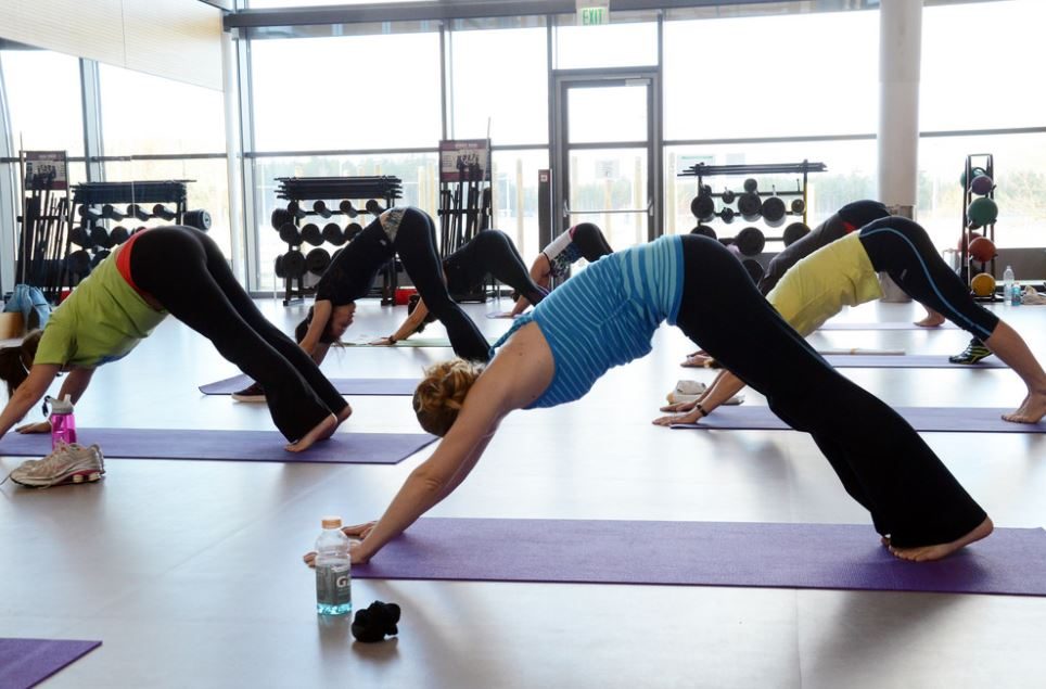 Power Yoga: A Complete Beginner's Guide to Benefits, Poses ...