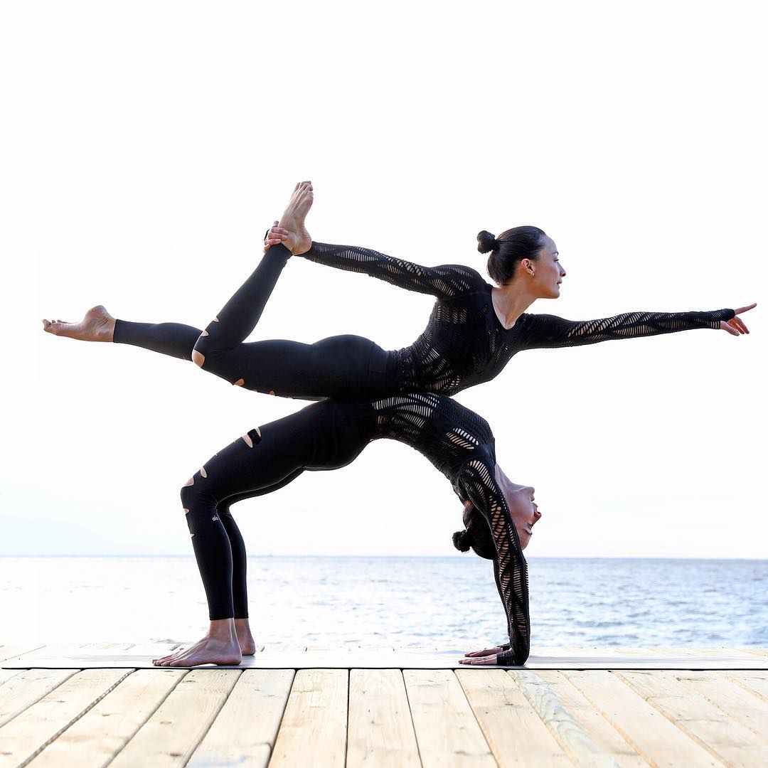 5 Best And Easy Couples Yoga For Beginners - 101YogaStudio