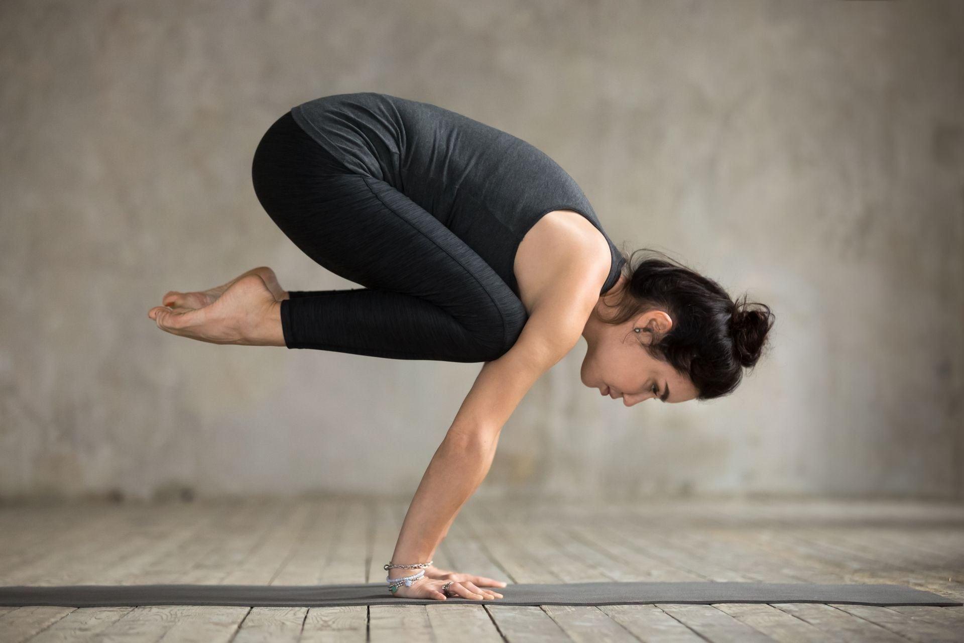 How to do Crow Pose (Bakasana) and Benefits - Yoga Blog